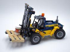 Lego Cars, Technique Lego, Lego Village, Lego Machines, Wood Turning Projects, Bricks, Aquarium, Gadgets, Geek Stuff