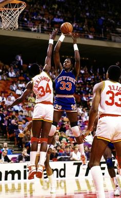 #Patrick Ewing #Hakeem Olajuwon.. Real SCHOOL B-ball! The Gud Ole Days..   Connect @ AnthonybPolonio Facebook Fan Page