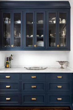 Navy cabinets look amazing with brass hardware and white carerra marble countertops, no doubt! But will they look dated years from now?Navy cabinets l Navy Kitchen Cabinets, Blue Cabinets, Painting Kitchen Cabinets, Pantry Cabinets, Upper Cabinets, Kitchen Paint, Glass Cabinets, Colorful Kitchen Cabinets, Colored Cabinets