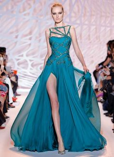 Zuhair Murad Haute Couture dress flared in chiffon with a draped bust, embellished with embroidered geometrical motifs. Stunning Dresses, Beautiful Gowns, Pretty Dresses, Beautiful Outfits, Zuhair Murad, Gowns Of Elegance, Event Dresses, Couture Fashion, Couture 2015