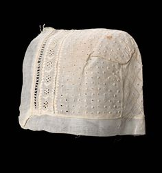 Baby cap of linen with cotton embroidery and drawn-work; American, first half of 19th century. Museum of Fine Arts, nr. 46.263