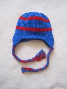 Azul con rayas rojas gorrita tejida para niños. Gorros tejidos a mano para niños. Gorro con orejeras. Gorritas tejidas del niño. Gorrita azul.
