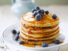 Pancake rapide Discover our quick and easy quick pancake recipe on Actual Cuisine! Greek Yogurt Pancakes, Almond Flour Pancakes, Cinnamon Roll Pancakes, Low Carb Pancakes, Chocolate Chip Pancakes, Pancakes Easy, Fluffy Pancakes, Pancakes Dukan, Cooking Pancakes