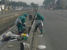 Localidad Engativá  Así trabaja Aguas de Bogotá.  Aguas de Bogotá SA ESP la empresa del posconflicto, adelanta en este momento operativos de limpieza por los sectores comprendidos entre la avenida 68 calle 80 y avenida Boyacá. Cleaning, Street