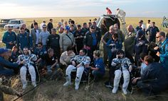 Gli astronauti Samantha Cristoforetti, Terry Virts e Anton Shkaplerov atterrati a Zhezkazgan, in Kazakistan, dopo duecento giorni passati nello spazio dove hanno svolto ricerche scientifiche e provato apparecchiature tecniche.  - Ivan Sekretarev, Afp