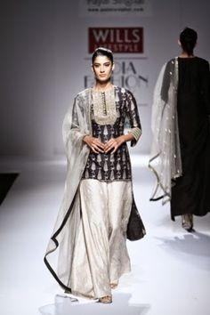 Payal Singhal WIFW S/S 2015 Wills Lifestyle India Fashion Week designer indian designer punjabi suit