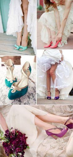 Si estás buscando los zapatos en color para novia más originales y elegantes, no te pierdas los que hoy te mostramos. Tacones y sandalias para todas