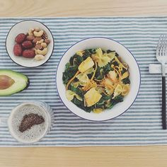 2016/11/24 07:58:59 ponnie0103 #breakfast #早餐 #朝食 羽衣甘蓝虫草花三文鱼意面,黄豆黑豆绿豆豆浆撒芝麻核桃奇亚籽粉,红枣,混合坚果,牛油果 #pasta #kale #mushroom #salmon #soymilk #chiaseed #nuts #avocado  #パスタ #豆乳 #アボカド #healthy #delicious #vegetables #fruits #yummy #homemade #food #seafood #superfood #meal #nice #colorful #健康 #おいしい #美味しい #野菜  #健康