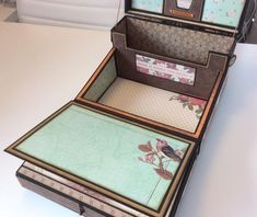 The Memory Box created by crafter Janice Freeman using Scrapbooking Album, Papel Scrapbook, Mini Scrapbook Albums, Mini Albums, Cadeau Surprise, Envelopes, Scrapbooks, Mini Album Tutorial, Fabric Journals