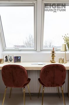 Bedroom Desk, Room Decor, Interior Design, Chair, Furniture, Interior Design Studio, Recliner, Home Decor, Home Interior Design