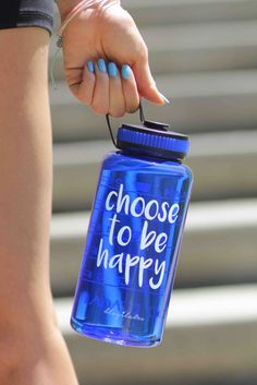 Choose To Be Happy Jewel Timer Bottle in Sapphire Blue. This gorgeous gem of a bottle is the epitomy of sporty-chic! It's spacious 34 oz size is perfect for those of us who are serious about hydrating. It's got a wide mouth opening with a very secure rubber twist-top cap.
