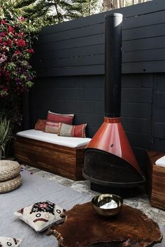 Black Walls Are The New Trend In Outdoor Decorating - AphroChic   Modern Soulful Style Small Backyard Design, Small Patio, Large Backyard, Patio Design, Exterior Design, Backyard Seating, Backyard Patio, Backyard Landscaping, Diy Patio