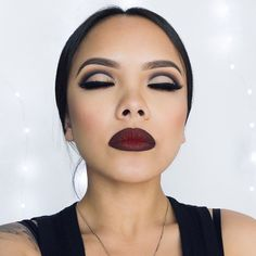 those cut creases thoe...makeup is A1