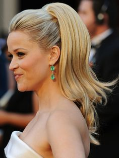10 pony hairstyles that you can try now Ponytails have been and will always be fashionable. If you receive a touch of expert, you can certainly get a glamorous look. Latest pony hairstyles H. Oscar Hairstyles, Cute Prom Hairstyles, Pony Hairstyles, Pulled Back Hairstyles, Celebrity Hairstyles, Wedding Hairstyles, Formal Hairstyles, Hair Pulled Back, Banana Clip Hairstyles