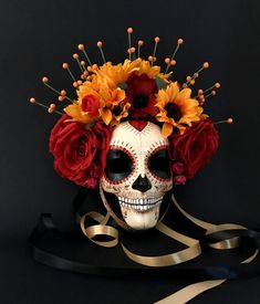 ‼️ *********Available ********** Catrina with sunflowers is a Day of the Dead inspired mask with rich colors and many hand painted details. The base of this mask is hand made with paper mache Spooky Halloween, Halloween Vintage, Cool Halloween Makeup, Couple Halloween, Halloween Masks, Halloween Wreaths, Halloween Signs, Homemade Halloween, Day Of Dead