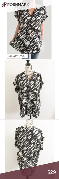 """Black & White V-Neck Top ✦   ✦{I am not a professional photographer, actual color of item may vary ➾slightly from pics}  ❥chest:24.5"""" ❥waist:25"""" ❥length:30.5"""" ❥sleeves:11"""" ➳material/care:polyester/hand wash  ➳fit:true  ➳condition:gently used   ✦20% off bundles of 3/more items ✦No Trades  ✦NO HOLDS ✦No transactions outside Poshmark  ✦No lowball offers/sales are final Pleione Tops Blouses"""