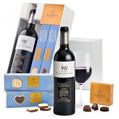 Godiva #Schokolade & Château St. Jean de Lavaud #Schokolade + #Bär Chateau St Jean, Red Wine, Alcoholic Drinks, Coffee, Bottle, Glass, Chocolates, Gift, White Chocolate