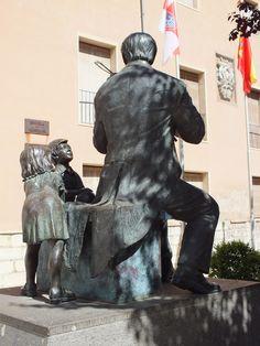 Asombro y admiración infantil, El Violinista. Tudela, Navarra. Spain.  [By Valentín Enrique].