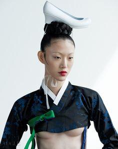 Choi Sora by Kim Young Jun for Vogue Korea Oct 2015 Vogue Korea, Korean Traditional, Traditional Outfits, Oriental Fashion, Asian Fashion, Vogue Fashion, Fashion Models, Geisha, Concept Clothing
