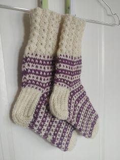Ketjusilmukka kiristyy: Villasukissa paljon paljon pilkkuja Socks, Fashion, Moda, Fashion Styles, Sock, Stockings, Fashion Illustrations, Ankle Socks, Hosiery