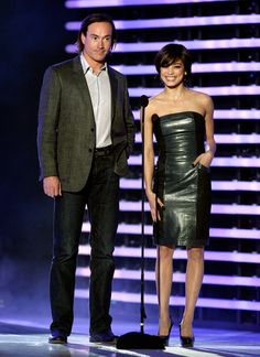 """Kristin Kreuk Photos Photos - Actor Chris Klein (L) and actress Kristin Kreuk present the Best RPG award onstage at Spike TV's 2008 """"Video Game Awards"""" held at Sony Pictures' Studios on December 14, 2008 in Culver City, California.  (Photo by Kevin Winter/Getty Images for Spike TV) * Local Caption * Chris Klein;Kristin Kreuk - Spike TV's 2008 """"Video Game Awards"""" - Show"""