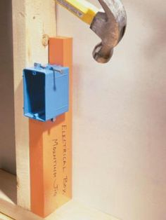 DIY Tip of the Day: Electrical-Box Mounting Jig. Mount a roomful of electrical boxes at the same height with a box-mounting jig. Cut a notch (sized to the depth of the electrical boxes) in a in. from the bottom of the board. To position electric Home Electrical Wiring, Electrical Projects, Electrical Switches, Electrical Engineering, Woodworking Jigs, Woodworking Projects, Carpentry, Grizzly Woodworking, Woodworking Quotes