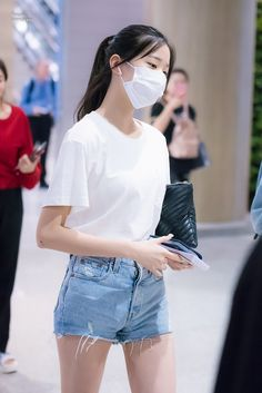 Blackpink Fashion, Daily Fashion, Korean Fashion, Selfies, Mask Girl, Fashion Corner, College Outfits, Airport Style, My Baby Girl