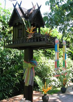 Nongnits Treasures: Thai Spirit Houses -- I will someday put a Spirit House in my garden.
