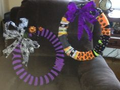 I made the sock wreathes !! Go me !
