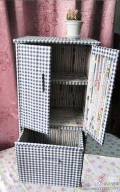 (adsbygoogle = window.adsbygoogle || []).push({}); O jornal é uma ótima matéria prima para ser utilizado em artesanato, veja que graça a utilização em móveis! O mais legal é que essa técnica permite criar móveis como gaveteiros, pequenos armários ou o que a sua imaginação deixar! Veja a…