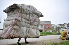 "Liu Lingchao, a Chinese man from Guangxi who has spent the past 5 years walking across the country on a journey back to his hometown carrying a portable ""house"" (makeshift shelter) on his shoulders, collecting recyclable garbage to make a living. Crazy Houses, Little Houses, Weird Houses, Non Plus Ultra, Art Populaire, Portable House, Unusual Homes, Weird And Wonderful, Mobile Home"