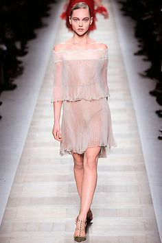 Valentino Fall 2010 Ready-to-Wear Collection Slideshow on Style.com