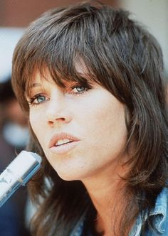 In den 70er Jahren, zeigt sich Jane Fonda mit einem Stufenschnitt mit Pony.