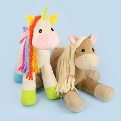 Ob als Einhorn oder Pferd kuscheln lässt es sich am liebsten von Kindern - Schnittmuster und Nähanleitung via Makerist.de