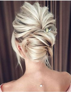 Bridal hairstyles ideas and inspiration Blonde bride hairstyles Bride updo Romantic bridal updo Loose bun for bride Bride Hairstyles, Cool Hairstyles, Hairstyle Ideas, Beautiful Hairstyles, Popular Hairstyles, Wedding Hairstyles Thin Hair, Evening Hairstyles, Romantic Hairstyles, Hairstyles 2018