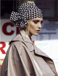 """- Tendance turban à motifs - Pattern turban trend - Emma Menteath in """"The Big Easy"""" by Justin Polkey for ELLE South Africa, June 2013 Turbans, Headscarves, Scarf Hat, Head Scarf Tying, How To Wear Scarves, Editorial Fashion, Fashion Trends, Nail Fashion, Scarf Hairstyles"""