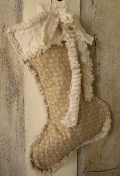 Rag Quilted Vintage Christmas Stocking  Who needs a new stocking !!!! Think I will start on these ASAP