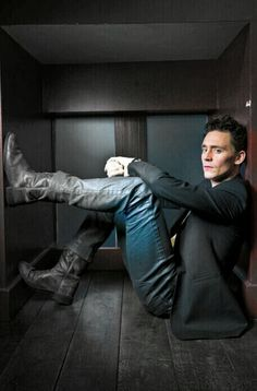 Tom Hiddleston by Francesco Guidicini Loki Thor, Tom Hiddleston Loki, Tom Hiddleston Gentleman, Loki Marvel, Thomas William Hiddleston, Marvel Actors, Loki Laufeyson, Dramas, Behind Blue Eyes