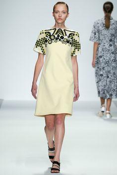 Holly Fulton | Spring 2015 Ready-to-Wear | 06 Yellow printed short sleeve midi dress