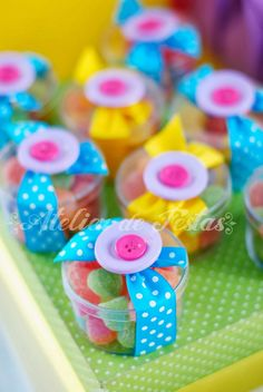 Cute for sewing party Candy Party, Party Treats, Diy And Crafts, Crafts For Kids, Lalaloopsy Party, Candy Crafts, Candy Favors, Candy Bouquet, Ideas Para Fiestas