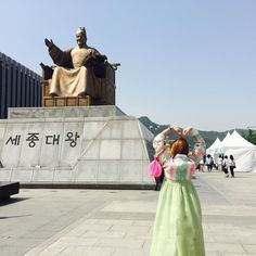 대만에서 중국어 배울때 어려워서 한국가면 세종대왕님 동상 앞에서 절 한다고 노래불렀지만... 창피하니까 손 하트만 ... ##한국#한복#광화문#세종대왕#kingsejong #sejongdaewang #한복체험#여행#travel#hanbok#korean#korea#seoul#koreantraditionaldress#weekend#outfitoftheday#dailylook#데일리룩#셀카#셀피#셀스타그램#selfie#首爾#韓國#韓國人#韓服#韓版#放假#旅行 by gena_0910