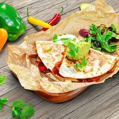 Recept Csirkés quesadilla | Bonduelle Cheddar, Ethnic Recipes, Food, Cilantro, Red Peppers, Cheddar Cheese, Essen, Meals, Yemek