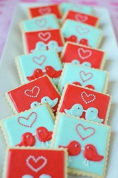 Os biscoitos decorados são fofos e uma opção criativa para os seus docinhos. Para te ajudar, separamos 7 tendências de biscoitos decorados para casamentos!