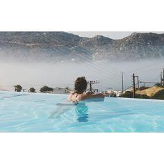 Warum man gerade jetzt nach Griechenland reisen sollte. Ein aktueller Reisebericht über die Lage vor Ort und fünf gute Gründe für einen Urlaub in Griechenland.