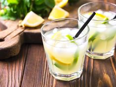 Limoncello Spritz is a refreshing cocktail that, thanks to the Italian taste, . - - Limoncello Spritz is a refreshing cocktail that tastes lemony thanks to the Italian liqueur. Limoncello Cocktails, Ginger Cocktails, Refreshing Cocktails, Summer Cocktails, Cocktail Drinks, Cocktail Recipes, Healthy Eating Tips, Healthy Nutrition, Clean Eating Snacks
