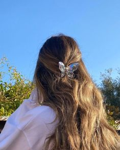 Clip Hairstyles, Trendy Hairstyles, Summer Hairstyles, Corte Y Color, Hair Claw, Claw Hair Clips, Aesthetic Hair, Aesthetic Outfit, Grunge Hair