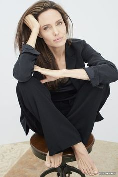 People (US) - 003 - Angelina Jolie Source - Photo Gallery Angelina Jolie Fotos, Angelina Jolie Photoshoot, Angelina Jolie Style, Photography Poses Women, Portrait Photography, Foto Cv, Most Beautiful Women, Beautiful People, Business Portrait