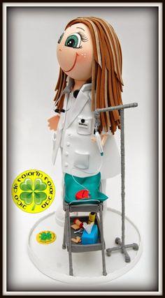 Hoy os mostramos una fofucha enfermera que Fernando le quiso regalar a su novia Verónica por el día de San Valentín. Como curiosidad, lle...
