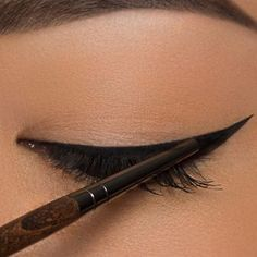 Eyeliner für die Ziehungen Tutorials + Tipps - Make Up Beauty Kit, Beauty Secrets, Beauty Hacks, Makeup Brushes, Eye Makeup, Beauty Makeup, Makeup Tips, Hair Makeup, Make Up Tutorial Contouring
