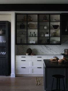 kitchen with black cabinets Black Kitchen Cabinets, Black Kitchens, Cool Kitchens, White Cabinets, Kitchen Island, Upper Cabinets, Kitchen Appliances, Kitchen Interior, New Kitchen